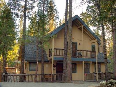 Photo for Friends Lodge in Yosemite,  DISCOUNTS on stays <30 days out,3+BR,3BA, hot tub
