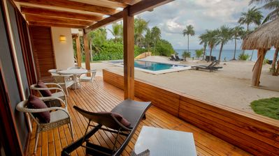 New ground floor beachfront condo with AC, Pool and Wifi.