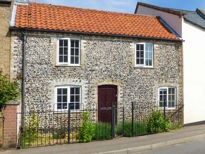 Photo for THE RED HOUSE, pet friendly, with open fire in Northwold, Ref 903534