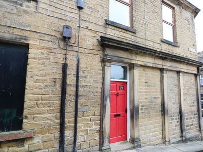 Photo for 17B CHURCH STREET, pet friendly in Honley, Ref 961716