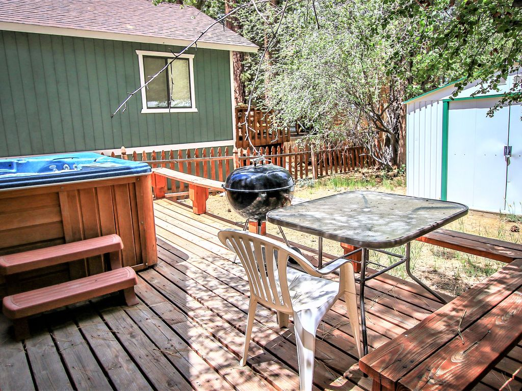 Dusk to dawnfurnished moonridge cabinprivate hot tub for Big bear cabins with jacuzzi tubs