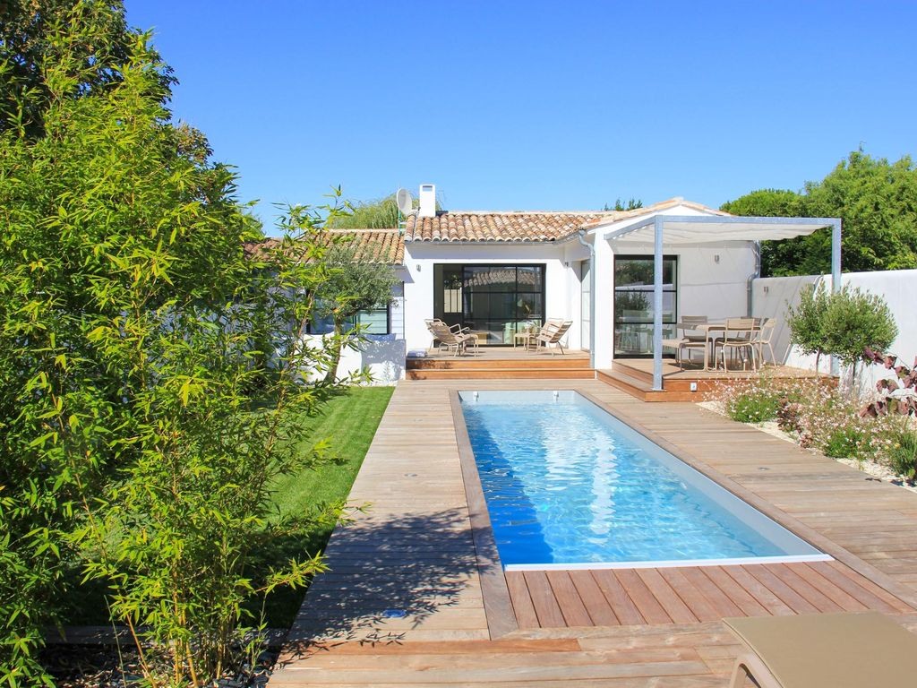 Stylish Maison Holiday Home with Pool at Nouvelle-Aquitaine