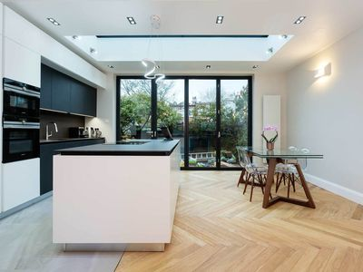 Photo for Ultra modern family home in quiet area, reach central London in 25 mins (Veeve)
