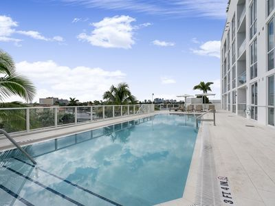 Photo for Beach GetAway 1 Bedroom Condo w/ Den,Pool&Spa,Gym