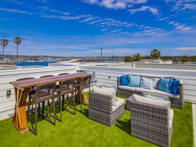 Beautiful newly constructed townhouse with large rooftop deck!