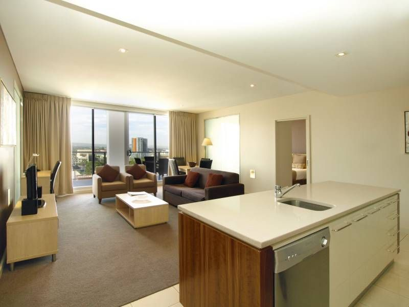 Oaks embassy two bedroom deluxe apartment homeaway for 227 north terrace adelaide