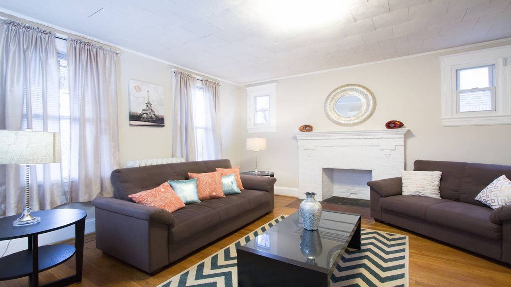 Fabulous , 4 Br Grand Home In Petworth Minutes From Convention Center!!
