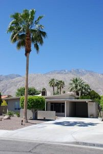 Escape & enjoy a quiet, tranquil place to rest & recharge in sunny Palm Springs!