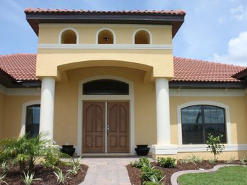 Luxurious Professionally Decorated Home-Heated Saltwater Pool and Spa