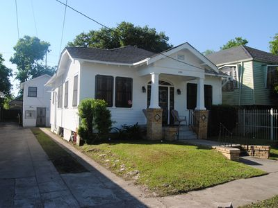 Naturally Nawlins - ALL BEDROOMS FIRST FLOOR LEVEL!!  (Carrollton- Uptown)