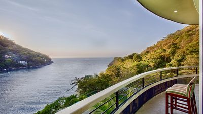 Photo for Panoramic Luxury Suite with Ocean, Gardens and swimming pool view