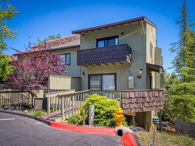 Photo for Spacious condo w/ access to a shared pool, tennis courts, golf, & more