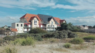 Photo for Apartment facing sea, recent clear, quiet, 2 bedrooms, parking.