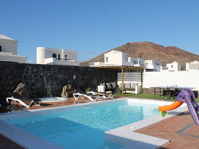 Photo for Beautiful new villa-Hot Tub - Pool Heated-SKY-WIFI-AirCon-Near Faro Park