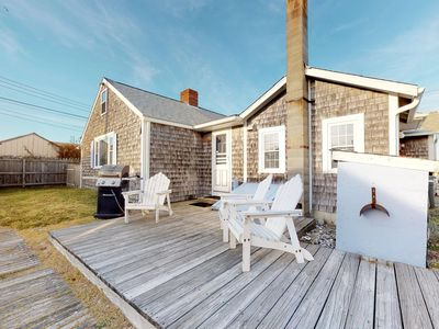 Photo for Bayfront cottage w/ patio & wood fireplace - on the beach, near P-Town
