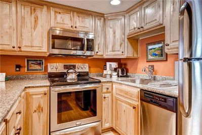 Full kitchen - Park City Lodging-Powder Pointe 201B