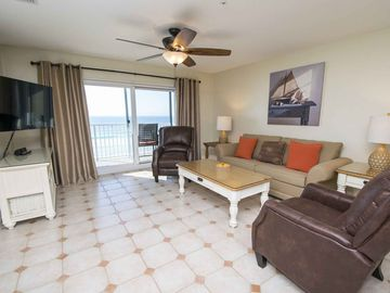 Lovely Gulf Front Condo Overlooking the Beach ~ Private Balcony and Close to Downtown Destin!