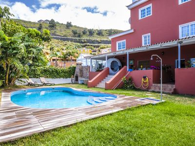 Photo for Cosy apartment for 4 guests with pool, internet, TV and parking