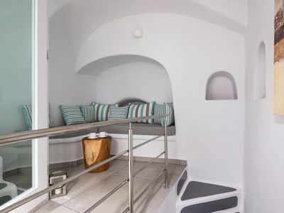 Photo for Cave Suite with Private Hot Tub and Caldera & Sea View