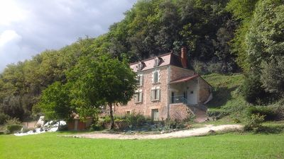 Photo for Large country house with heated pool in black Perigord