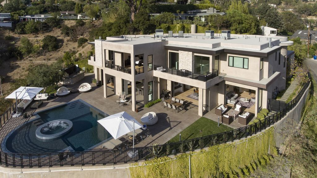 Captivating Property Image#3 A 7 Bedroom Gated Architectural Masterpiece. Crown Jewel  Of Hollywood