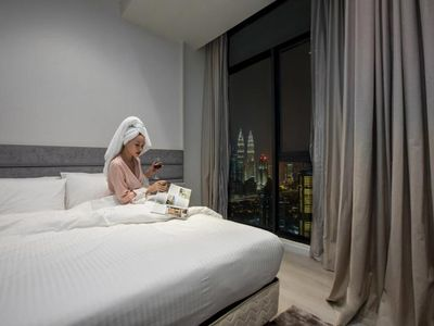 Photo for Deluxe King Suite with Twin Tower View 28