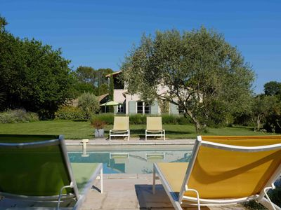 Photo for Less than 10 min. walk from the center of Uzes, luxurious villa with heated pool