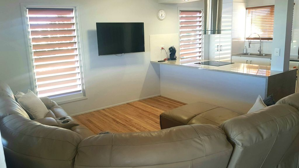 COMFY AS NEW 3 BEDROOM NBN SUPPLIED