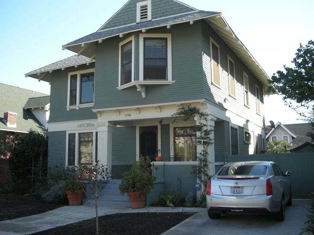 Restored with Fun. 1905 Family Size Queen Anne in West Adams near USC & Downtown