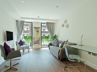 Photo for Stunning 1 Bed Apt, Sleeps 4 nr Aldgate East