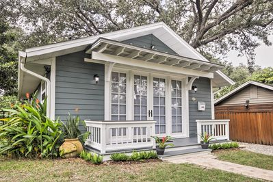 This property is the perfect home-away-from-home to explore central Sarasota.