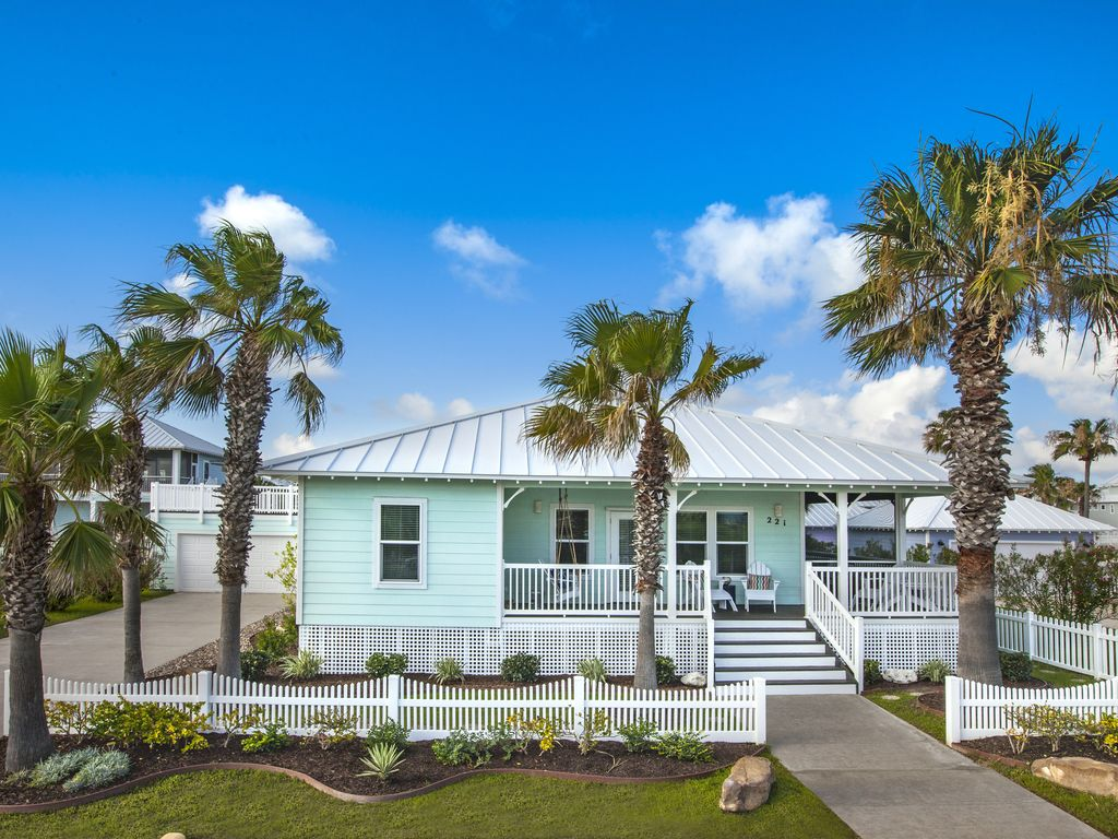 Cozy one story beach cottage w wrap around vrbo for Cheap house wrap