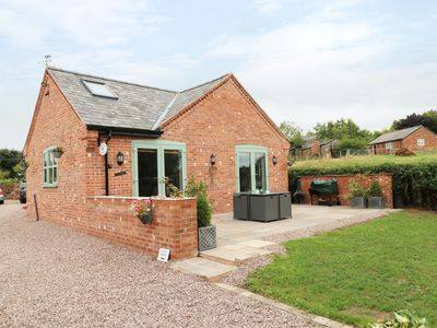 Photo for WELL VIEW COTTAGE, luxury holiday cottage in Tarporley, Ref 970303
