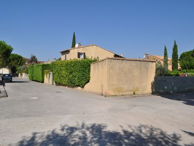 Photo for Nice holiday home with private pool near Vaison-la-Romaine
