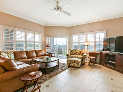 Photo for 3 Bed/2 Bath Condo with great pool, easy access to the beach! Pool & hot tub.