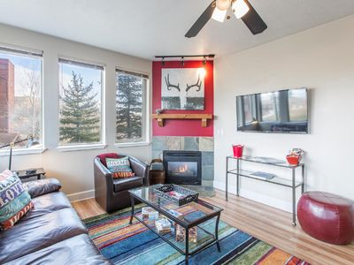 Photo for Convenient Cozy Ground Floor Condo, Sleeps 6, Minutes To 3 Ski Resorts