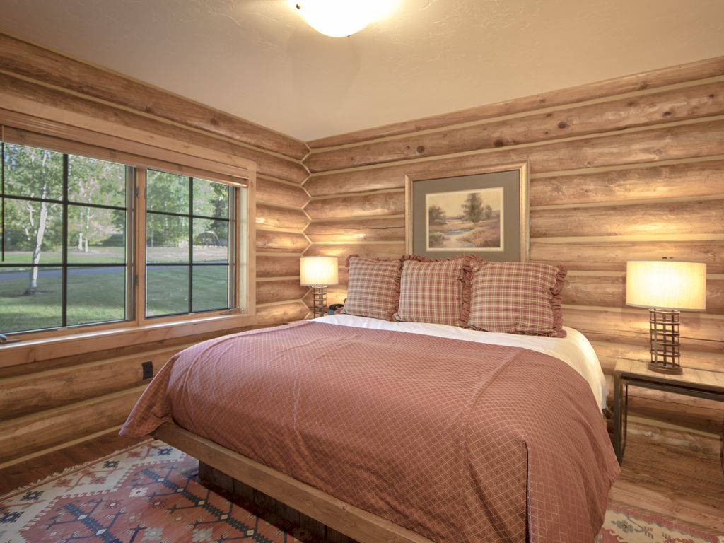 5 bedroom luxury log cabin sleeps 12 victor eastern for 5 bedroom log homes