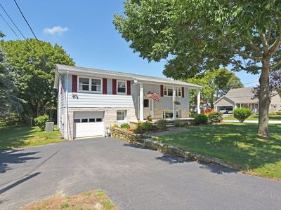 Photo for Narragansett Pier 5 bedroom house a mile from Town Beach