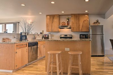 Visit the local eateries of Burlington or stay in & cook in the modern kitchen.