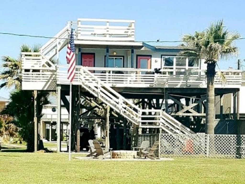 Groovy Hgtv Beach House W Amazing Deck Views Renovated 2017 Surfside Beach Download Free Architecture Designs Sospemadebymaigaardcom