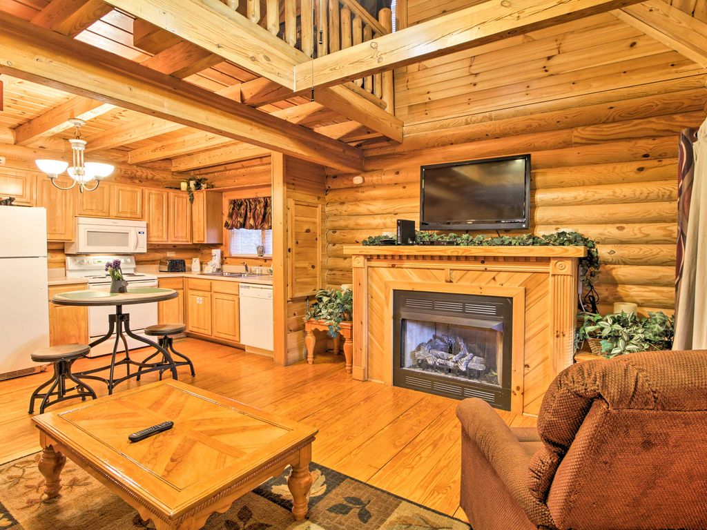 39 candle light cabin new pigeon forge 2br hot tub for Pigeon forge cabins with hot tub