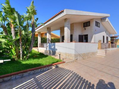 Photo for 2 bedroom Villa, sleeps 5 in Plemmirio with Air Con and WiFi