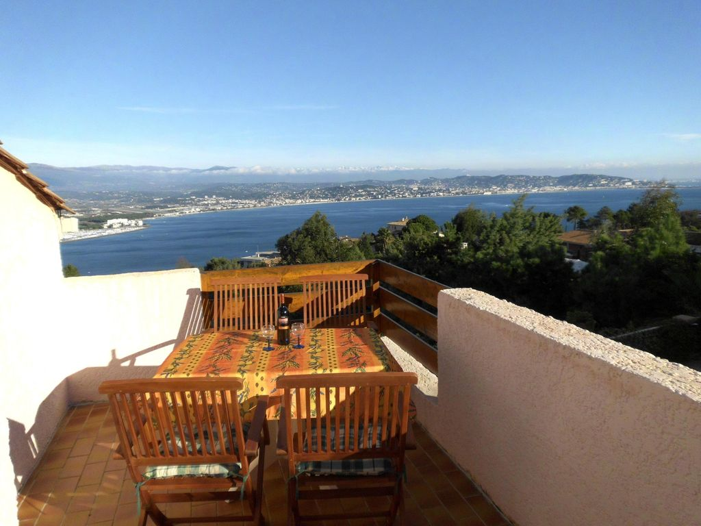 4 room villa for 5 people with a fantastic view of the Cannes harbour