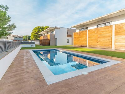 Photo for Janet: Beautiful house with communal pool located in a quiet area