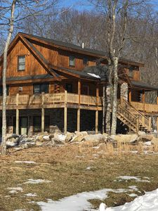 5 bedroom, 5 full bathroom suites, minutes from WISP mountain and the lake