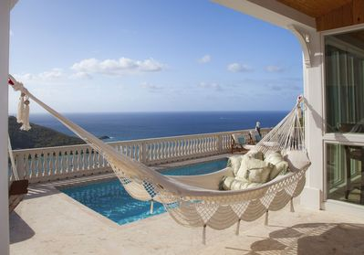 Enjoy the breezes from our luxurious hammock- Ever changing colors of Fish Bay