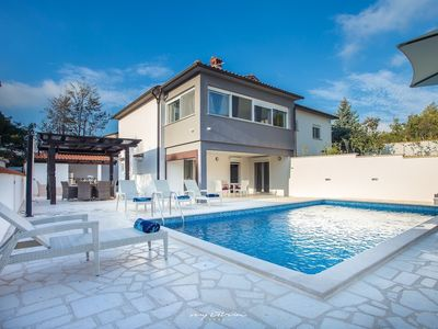 Photo for Charming villa with pool near Porec