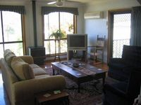 Gorgeous house welcoming warm and clean close to club golf course and chinese restuarant. Views of