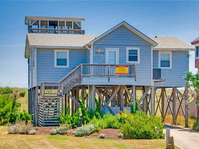 Sunny Oceanfront Home in Waves w/ Hot Tub & Wet Bar, Pool Table, Dog-Friendly