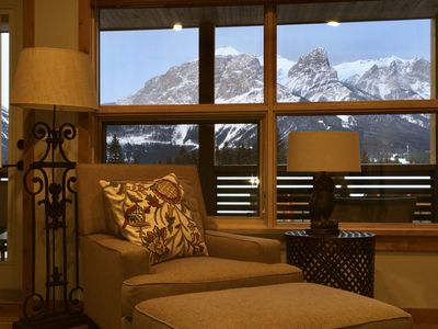Photo for Relaxed Luxury with Inspiring Mountain Views